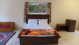 Petra Family Guest House, Valparai- Deluxe Family Suite